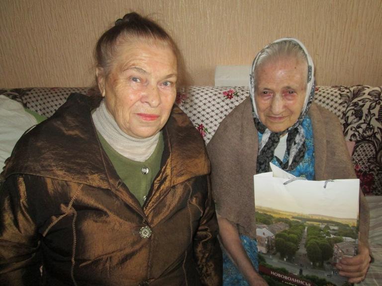 На знімкі В.А.Сирмолотова та Нколишня партизанка Н.А.Малик