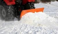 На дорогах міста працює снігоочисна техніка